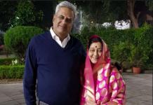 जब 'करवा चौथ' पर लाल साड़ी में नजर आई विदेश मंत्री सुषमा स्वराज